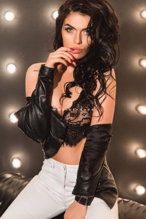 Miliana massage tantrique à Melun
